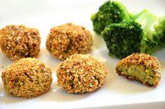 אפשר להכין גם מכרובית. נגיסי ברוקולי אפויים ( צילום: אפרת סיאצ'י )broccoli bites (Hebrew)