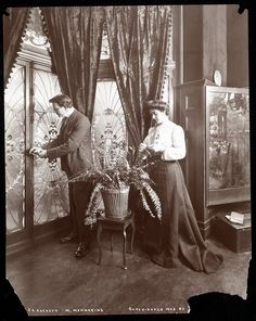 """James K. Hackett and Wife (Mary Mannering) at Home, c.1902"" the details in the photo are just incredible"