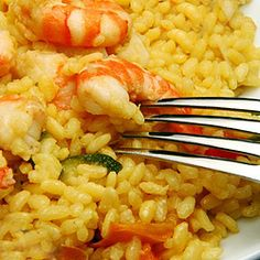 How to make Shrimp and Yellow Rice - Camarones y Arroz Amarillo - Simple, Easy-to-Make Cuban, Spanish, and Latin American Recipes with Photos Seafood Recipes, Mexican Food Recipes, Cooking Recipes, Healthy Recipes, Ethnic Recipes, Spanish Recipes, Seafood Meals, German Recipes, Appetizer Recipes