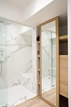 Bathroom with white Calacatta marble and wood. iXtra architects. Nice.
