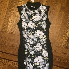 ⚡️Flash Sale⚡️Daisy crew neck dress Black and white daisy dress. I never wore it so It still has the tags. Just wish I was a little skinnier to rock this with my biker booties  Forever 21 Dresses