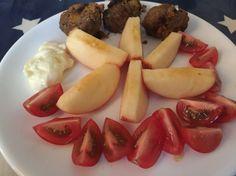 Day 3: breakfast  Breakfast bites, tomatoes, apples
