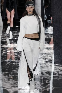 Fenty Puma Fall/Winter 2016-2017 READY-TO-WEAR Fashion Show