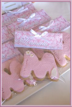 """""""M"""" Cookie fondant Baby Girl Cookies, Baby Shower Cookies, Fondant Cookies, Cupcake Cookies, Cooking Art, Alphabet Cookies, Personalized Cookies, Cookie Packaging, Communion"""