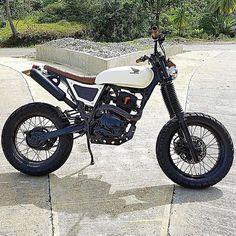 Honda #XR200 #scrambler built by @3b.customs.philippines fir pro surfer @lukelandrigan. #dualsport #tracker #supermoto