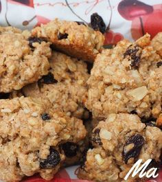 Two-ingredient banana oat cookies Vegan Oatmeal Raisin Cookies, Banana Oat Cookies, Healthy Cookies, Healthy Sweets, Healthy Baking, Snack Recipes, Healthy Recipes, Sem Lactose, Breakfast Snacks
