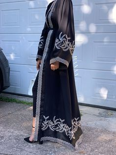 Modern Abaya, Gold Embroidery, Kimono Top, Couture, Store, Wedding Dresses, Girls, How To Wear, Outfits