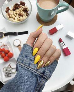 Yellow and gold nails - ChicLadies. Aycrlic Nails, Gold Nails, Nail Manicure, Cute Nails, Pretty Nails, Hair And Nails, Summer Acrylic Nails, Best Acrylic Nails, Perfect Nails