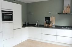 Binnenkijken bij Chantal - My Simply Special Sage Green Kitchen, Green Kitchen Walls, Kitchen Wall Colors, Kitchen Paint, Modern Farmhouse Kitchens, Home Kitchens, Kitchen Living, New Kitchen, Kitchen Interior