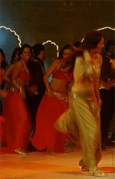 #IndianWedding #gif: @anushkasharma in @yrf's #Band_Baaja_Baaraat