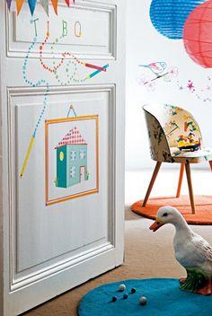 ais et ludiques, les stickers réveillent une chambre ou un meuble en un clin d'œil. De bonnes idées, de l'imagination en plus, et la métamorphose devient un jeu… d'enfant ! Voilà une jolie manière, simple et ludique, de marquer son territoire. A la façon d'un tableau, une maisonnette colorée est réalisée avec des morceaux de papier découpés et collés sur la porte de la chambre de votre enfant.