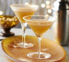 Mince pie martini This clever cocktail packs all the classic flavours of spiced, fruity mincemeat into a perfect Christmas party cocktail Christmas Cocktail Party, Christmas Cocktails, Mince Meat, Mince Pies, Festive Cocktails, Xmas Food, Christmas Pudding, Cocktail Recipes, Cocktail Ideas