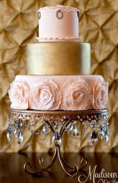 I like the stand - One of my favorite cake designers. Madison's on Main. Romantic blush and gold wedding cake Pink And Gold Wedding, Blush And Gold, Rose Gold, Bronze Wedding, Blush Pink, Pastel Pink, Blush Color, Gorgeous Cakes, Pretty Cakes