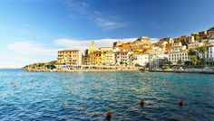 #Toscane, l'une des plus belles régions d'Italie, abrite des cités historiques de premier ordre. Découvrez les merveilles qu'offrent Florence : ville d'art et d'histoire ; Pisa et sa célèbre tour penchée ou encore Siena et sa magnifique cathédrale gothique.Sur la côte, vous trouverez en Toscane une myriade de plages aussi belles que variées, à proximité de stations balnéaires où il fait bon vivre : Forte dei Marmi, Punta Ala ou Castagneto Carducci.