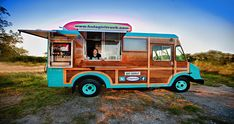 This food truck Friday features a truck that our resident Hawaiian girl Rita would love….The Hula Girl Truck !  Driving the st...