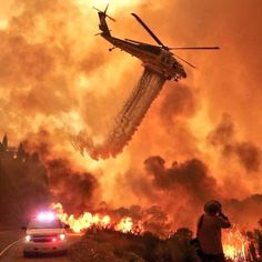 Top of @reddit: Amazing photo shows helicopter battle California wildfire: https:/