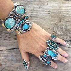 Huge vintage Navajo Douglas Harrison turquoise cuff bracelet, Native American Indian jewelry Old Pawn Navajo bracelet turquoise jewelry Bleu Turquoise, Turquoise Rings, Turquoise Bracelet, Vintage Turquoise Jewelry, Navajo Jewelry, Southwest Jewelry, American Indian Jewelry, Sterling Silver Cuff, Argent Sterling