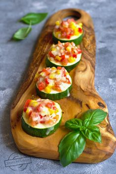 Avocado Egg, Bruschetta, Zucchini, Food And Drink, Vegetables, Cooking, Breakfast, Ethnic Recipes, Kitchen