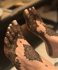Henna Artist Adorn your hands with latest mehendi designs that can be perfectly curated by Mehndi Artist in Jaipur to make your mehendi ceremony unforgettable. Henna Tattoos, Henna Mehndi, Arte Mehndi, Leg Mehndi, Tatuajes Tattoos, Henna Tattoo Designs, Mehendi, Henna Tattoo Foot, Arabic Mehndi