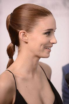 10 Chic Ponytails for Winter  #hairstyles #ponytailhairstyles
