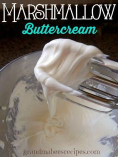 Marshmallow Buttercream Frosting - Ooey-Gooey, creamy frosting that is soooo good on soft sugar cookies.