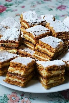 cand a trebuit sa il p Romanian Desserts, Romanian Food, Cookie Recipes, Dessert Recipes, Good Food, Yummy Food, Special Recipes, Sweet Cakes, Yummy Cakes