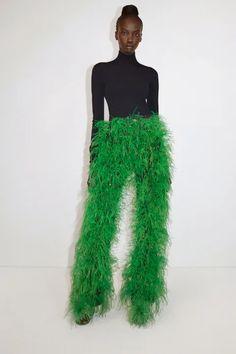 Green Evening Dress, Evening Dresses, Vogue, Fashion News, Fashion Beauty, Catwalk Fashion, Style Fashion, High Fashion, Luxury Fashion