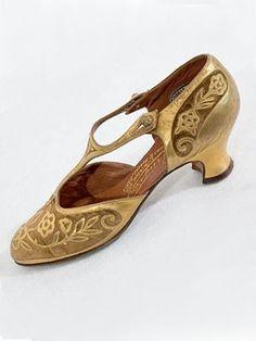 Perugia velvet/metallic gold shoes c.1925