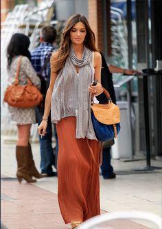 Sara Carbonero sabe cómo llevar la falda larga. Inspírate en su look.