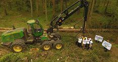 Paragrafy na Szyszkę. Nawet trzy lata więzienia mogą grozić byłemu ministrowi środowiska za wycinkę w Puszczy Białowieskiej Lawn Mower, Pisa, Outdoor Power Equipment, Lawn Edger, Grass Cutter, Garden Tools