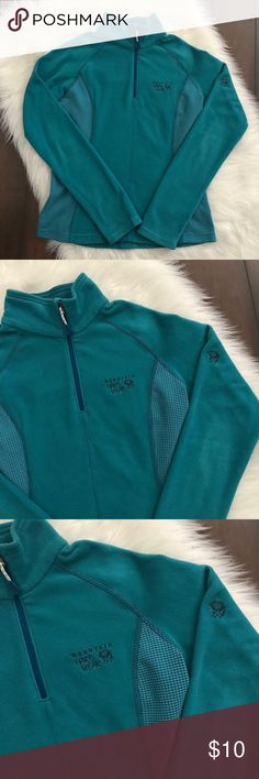 Mountain Hard Wear Fleece Here's a super cute mountain Hard wear fleece in a XS! Great condition, and perfect for fall hikes!! :) Mountain Hard Wear Tops