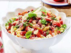 Unser beliebtes Rezept für Pizza-Salat mit Nudeln und mehr als 55.000 weitere kostenlose Rezepte auf LECKER.de.