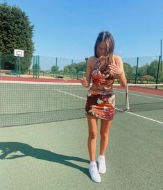 Daisy Tomlinson, Two Piece Skirt Set, Fancy, Poses, Running, Photo And Video, Outfits, Instagram, Sisters