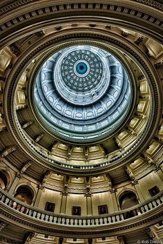 Take a tour of the Texas State Capitol|Austin, Texas|Click through for a guide to the cool things the uniformed guides won't show you!
