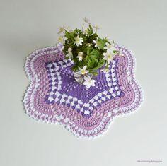 LiteVirkning Crochet Mat, Hand Crochet, Crochet Hooks, Free Crochet, Baby Afghan Patterns, Baby Afghans, Crochet Tablecloth, Crochet Doilies, Christmas Tree Rug