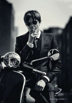 Sam Riley looking cool Mod Scooter, Lambretta Scooter, Vespa Scooters, Vintage Vespa, Vintage Man, Esquire Uk, Sam Riley, Biker, Style Masculin
