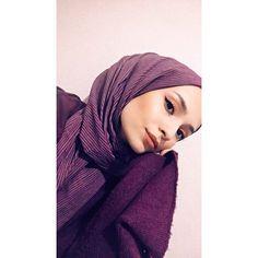 Week End Hijab Fashion Cute - Pemuja Wanita Grunge Style, Soft Grunge, Hijabi Girl, Girl Hijab, Hijab Outfit, Tokyo Street Fashion, Muslim Girls, Muslim Women, Vans Authentic