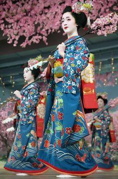 Kotoha at the Miyako Odori. Text and image via mboogiedown-japan blog. 2007, Kyoto, Japan