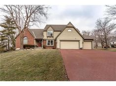 #Custom #Leawood  Ks. home is perfect for a growing family! #realestate #realtor #homesforsale #bluevalley