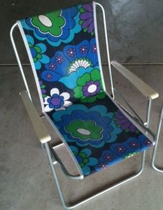 2 vintage retro fold up chairs