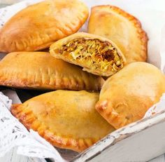 Empanadillas de pollo al curry con almendras
