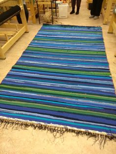 Loom Weaving, Recycled Fabric, Woven Rug, Color Inspiration, Beach Mat, Outdoor Blanket, Rag Rugs, Crochet Afghans, Spinning