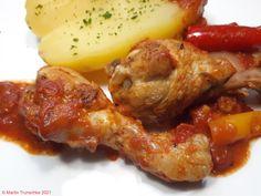 Hühnerschenkel / Drumsticks in Tomaten-Knoblauchsoße dazu eine große Pellkartoffel . #drumsticks #essen #essenmachtglücklich #food #foodblogger #foodbloggerdeutschland #foodlover #foodpic #Hähnchen #hausmannskost #Hühnchen #Hühnerschenkel #instafood #instafoodie #kochen #kochenleichtgemacht #lecker #leckerschmecker #mittagsessen #rezepte Drum Sticks, Foodblogger, Chicken Wings, Meat, Tomatoes, Meal, Cooking, Essen