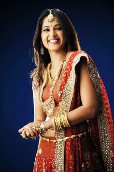 Anushka is one of the cutest actresses I have ever seen till now Beautiful Girl Indian, Most Beautiful Indian Actress, Beautiful Saree, Beautiful Bride, Bollywood Celebrities, Bollywood Fashion, Bollywood Jewelry, Bollywood Style, Beautiful Bollywood Actress