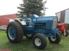 New Tractor, New Holland Tractor, Vintage Tractors, Vintage Farm, Holland Garden, Lanz Bulldog, Tractor Photos, Tractor Pulling, Classic Tractor