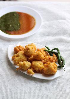 Moong Dal Bhajiya or moong dal pakora is available at all street and corners of Mumbai. Vada Pav Recipe, Pakora Recipes, Indian Snacks, Indian Food Recipes, Vegan Recipes, Snack Recipes, Ethnic Recipes, Indian Sweets, Vegane Rezepte