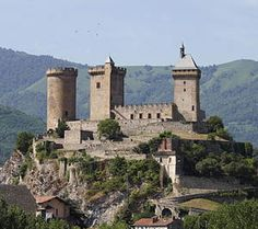 The Chateau of Foix, France  www.catharcastles.info/foix.php?key=foix