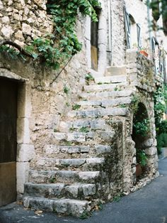 67 Trendy Old Stone Stairs Architecture Deck Stair Lights, Staircase Outdoor, Deck Stairs, House Stairs, Stair Railing, Railings, Provence, Hallway Colours, Rustic Stairs