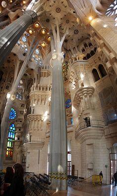 Barcelona on pinterest barcelona spain gaudi and - Estilo sagrada familia ...