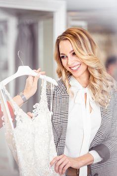 """Spitze, A-Linie oder doch lieber trägerlos? Wir klären dich auf und zeigen dir alle Trends zum Thema """"Brautkleid"""" und allem was dazu gehört! ✨ Tricks, Tops, Fashion, Line, Lace, Bridle Dress, Gowns, Women's, Moda"""